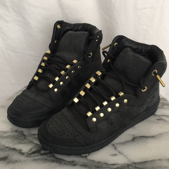 lowest price 439be 4262b 2 Chains x Adidas Sneakers Limited Top Ten Hi -NWT